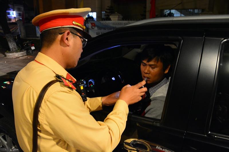 Bảng tra cứu mức phạt các lỗi vi phạm giao thông cơ bản theo NĐ 100