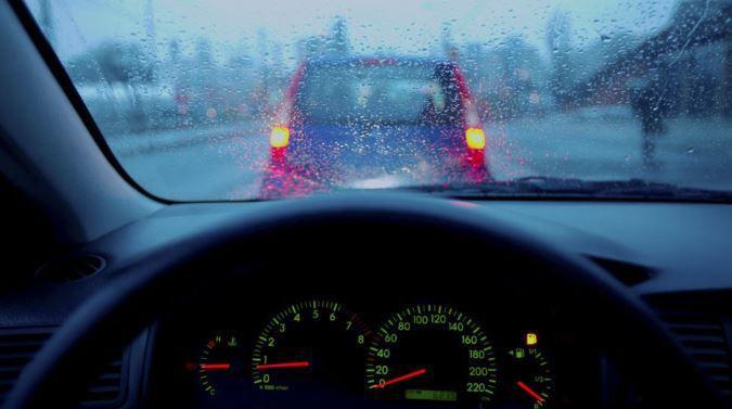 [Infographic] Kinh nghiệm lái xe an toàn dưới trời mưa bão