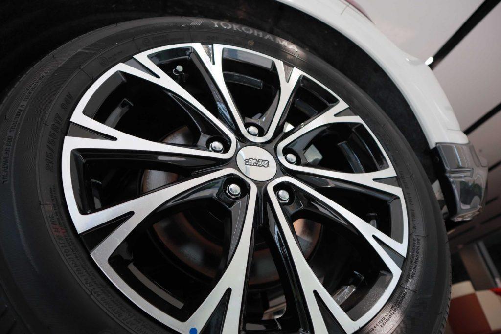 Nổ lốp xe, thay lốp xe ở đâu ?